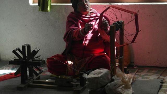 Volunteering Maheela-Scarf-Production Kathmandu Nepal